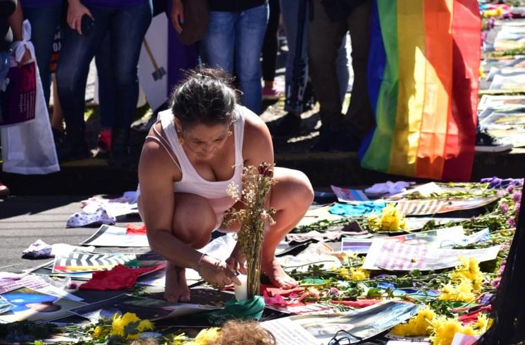 """Feminicidios bajan, pero mujeres no están """"61 % más seguras"""" como dice Bukele"""