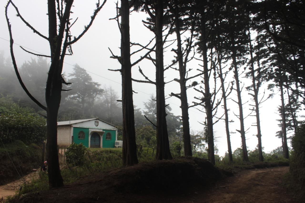 El caserío queda en un valle entre el cerro el Águila y la laguna de las Ranas. Para trasladarse a la comunidad, las personas deben reunir entre $35 a $40 por un viaje en pick up. Foto/Cracky Rodríguez