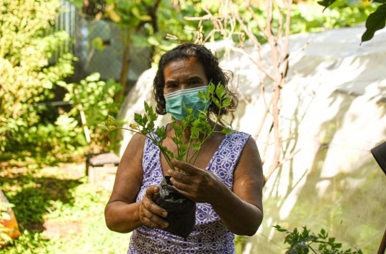 Las mujeres de San Julián enfrentan el hambre y desigualdad con huertos caseros