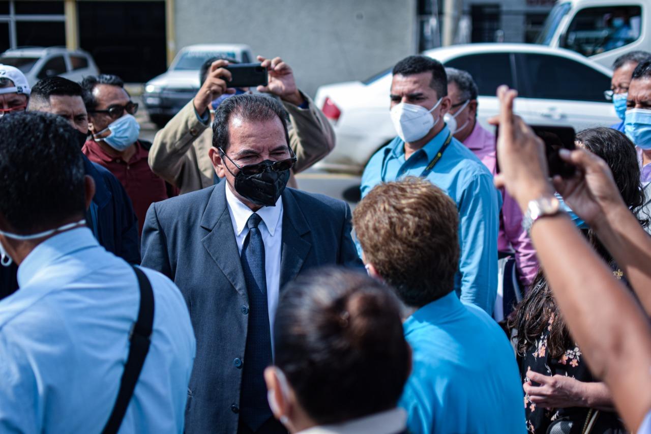 El juez Guzmás hace un intento más para inspeccionar los archivos militares, acompañado de las partes procesales y técnicas y representantes de víctimas. Foto/Emerson Flores.