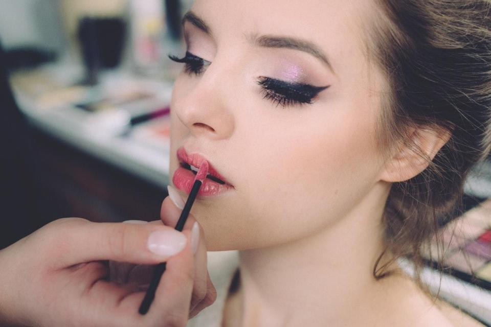 How To Market Yourself As A Freelance Makeup Artist (A Beginner's Guide) 2