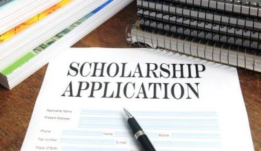Top Five Scholarships for English Literature Students 1