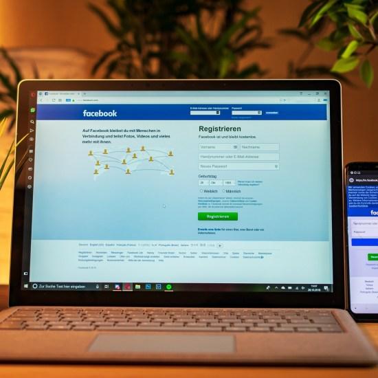 laptop social media facebook