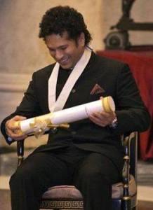 सम्मान पाने के बाद खुश सचिन रमेश तेंदुलकर