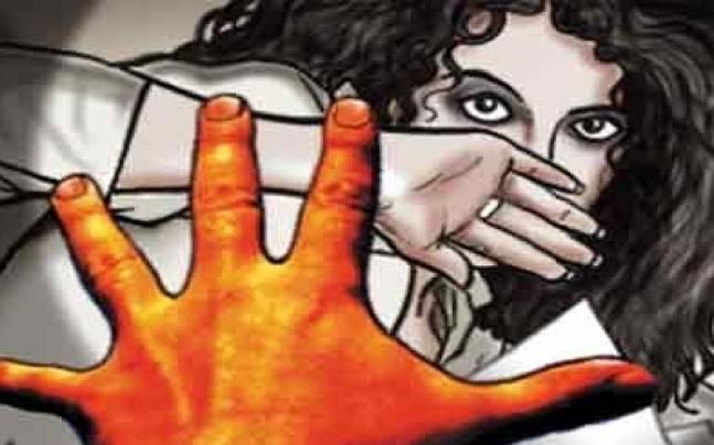 राखी बांध कर खेत पर गई छात्रा का यौन शोषण, हालत गंभीर
