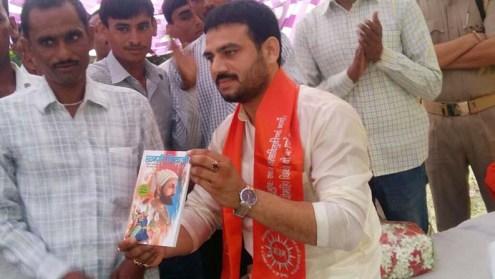 छत्रपति शिवाजी के जीवन से प्रेरणा लेने का आह्वान करते युवा नेता ब्रजेश यादव।