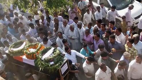 शहीद सुधीश कुमार की अंतिम यात्रा में सम्मलित जनसमूह।