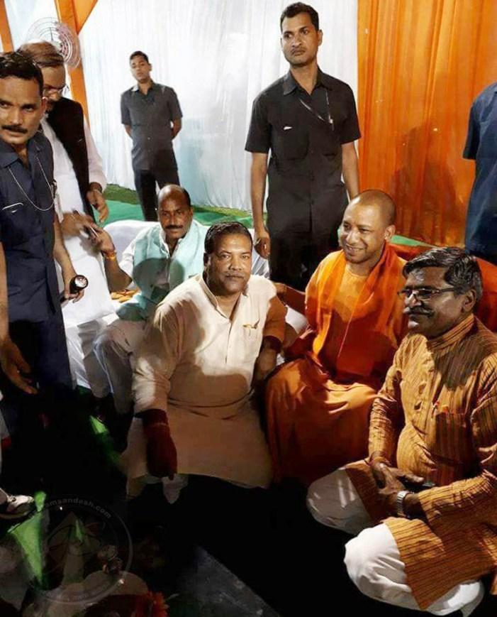 आदित्यनाथ योगी को महंत और मुख्यमंत्री की भूमिका अलग करनी होगी