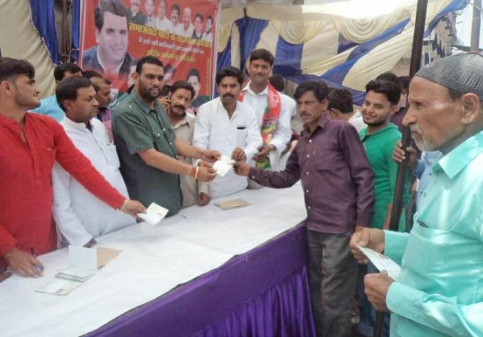 सपा के युवा नेताओं ने लगाया सदस्यता कैंप, वरिष्ठ नेताओं ने बढ़ाया हौसला