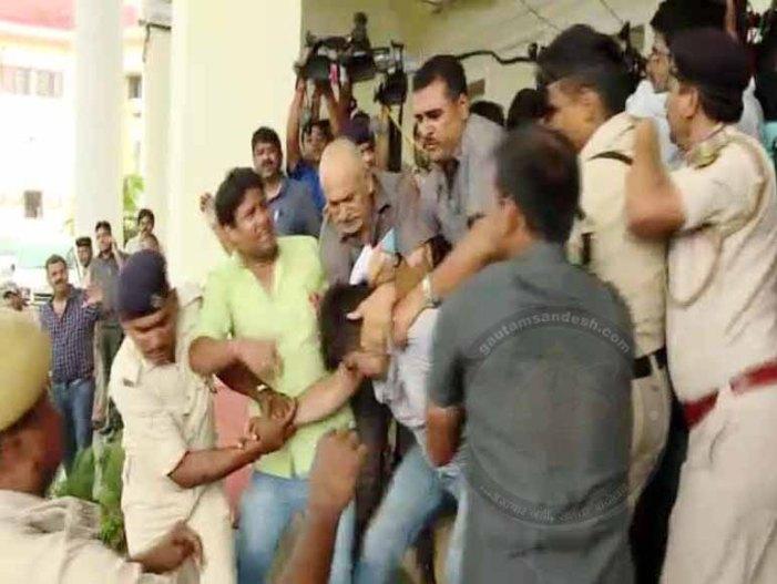 तेजस्वी बोले कि मीडिया में गुंडे आ गये हैं, गार्ड्स और समर्थकों ने की मारपीट