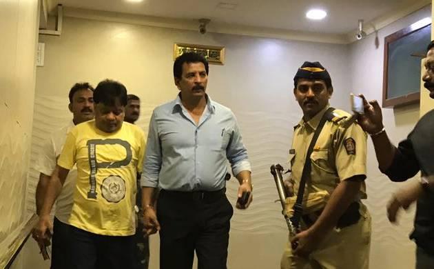 प्रदीप शर्मा ने कुख्यात माफिया दाउद के भाई इकबाल को किया गिरफ्तार