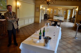 Tasting the 2009 en primeur in April 2010.