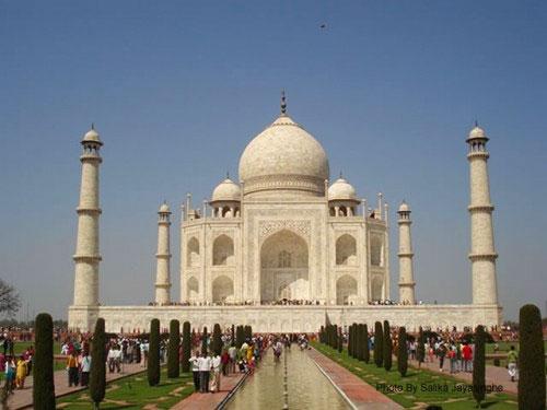 Popular Landmarks in India: Taj Mahal