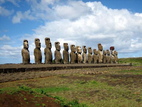 World Famous Monuments: Moai Chile