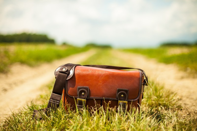 Eine Handtasche wird Nichtraucher ... oder wie weit uns die Emanzipation gebracht hat.