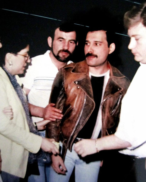 freddie-mercury-jim-hutton-candid-photos-3-592d3b8439c82__605