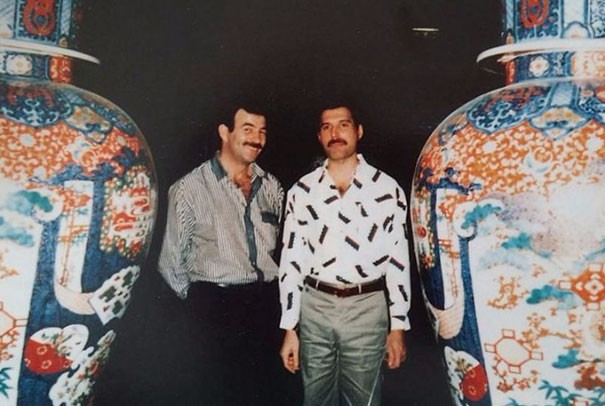 freddie-mercury-jim-hutton-candid-photos-9-592d3b90243dd__605