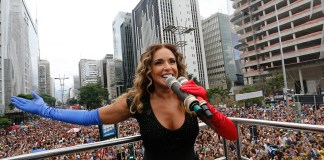 E Daniela Mercury vai estrelar a Parada Gay do Rio, no dia 19. Ela abriu mão do cachê para participar da festa, na Praia de Copacabana.