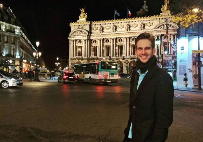 O modelo e youtuber Paul Cabannes em Paris