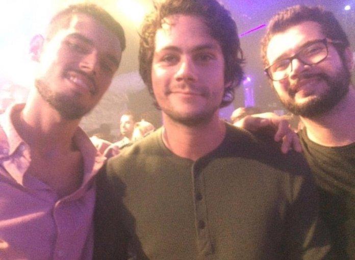 Dylan O'Brien tirou foto com quem pediu na Festa Lunática