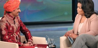 O príncipe Manvendra Singh Gohil, rejeitado por sua família depois revelar ser gay