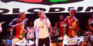 Saulo se apresentando com Olodum em 2015