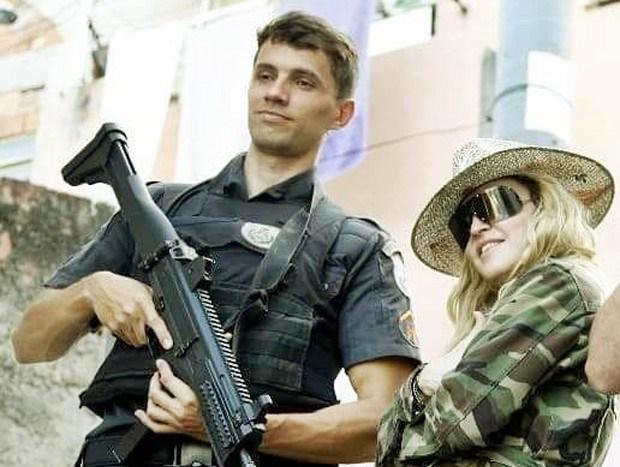 Militar carioca que apareceu ao lado de Madonna vira modelo
