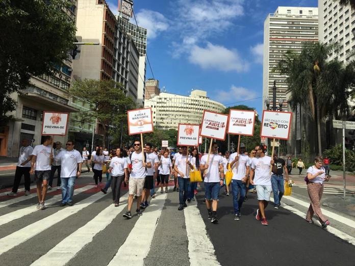 A Caminhada da AIDS deste ano é resultado de encontros entre o movimento LGBT e o movimento HIV/AIDS, que apontaram para a necessidade de se unirem a fim de fortalecer as políticas públicas de saúde. Foto:  Caminhada 2017/PrefeituraSP