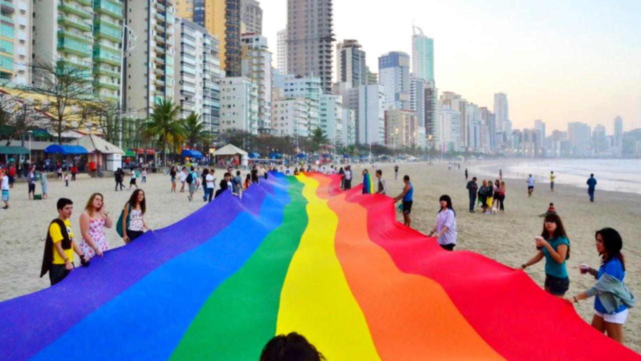 Ministério Público entra com ação contra prefeito por tentar impedir Parada LGBT+
