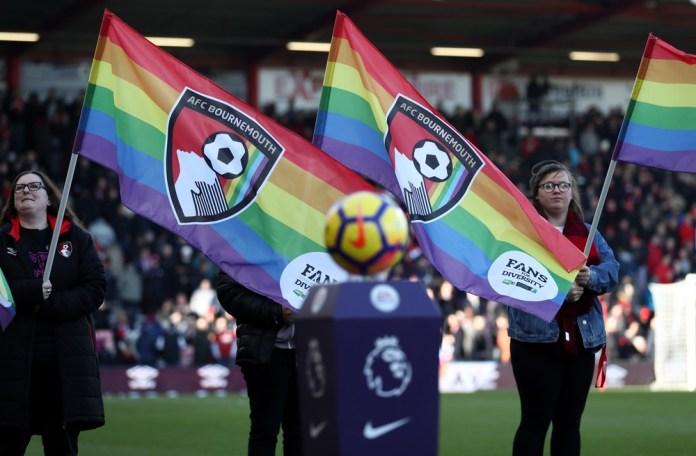 Campanha Rainbow Laces pretende aumentar conscientização sobre tolerância também no futebol — Foto: Getty Images