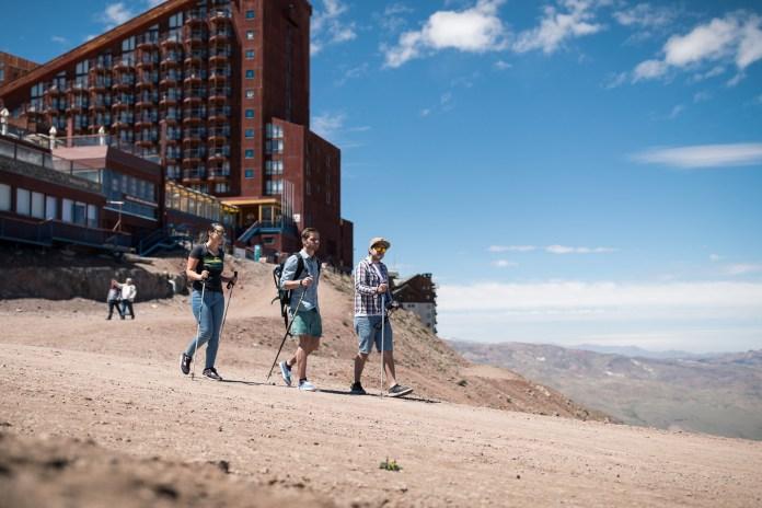 Trekking na Cordilheira dos Andes faz parte do roteiro de verão do Valle Nevado Divulgação