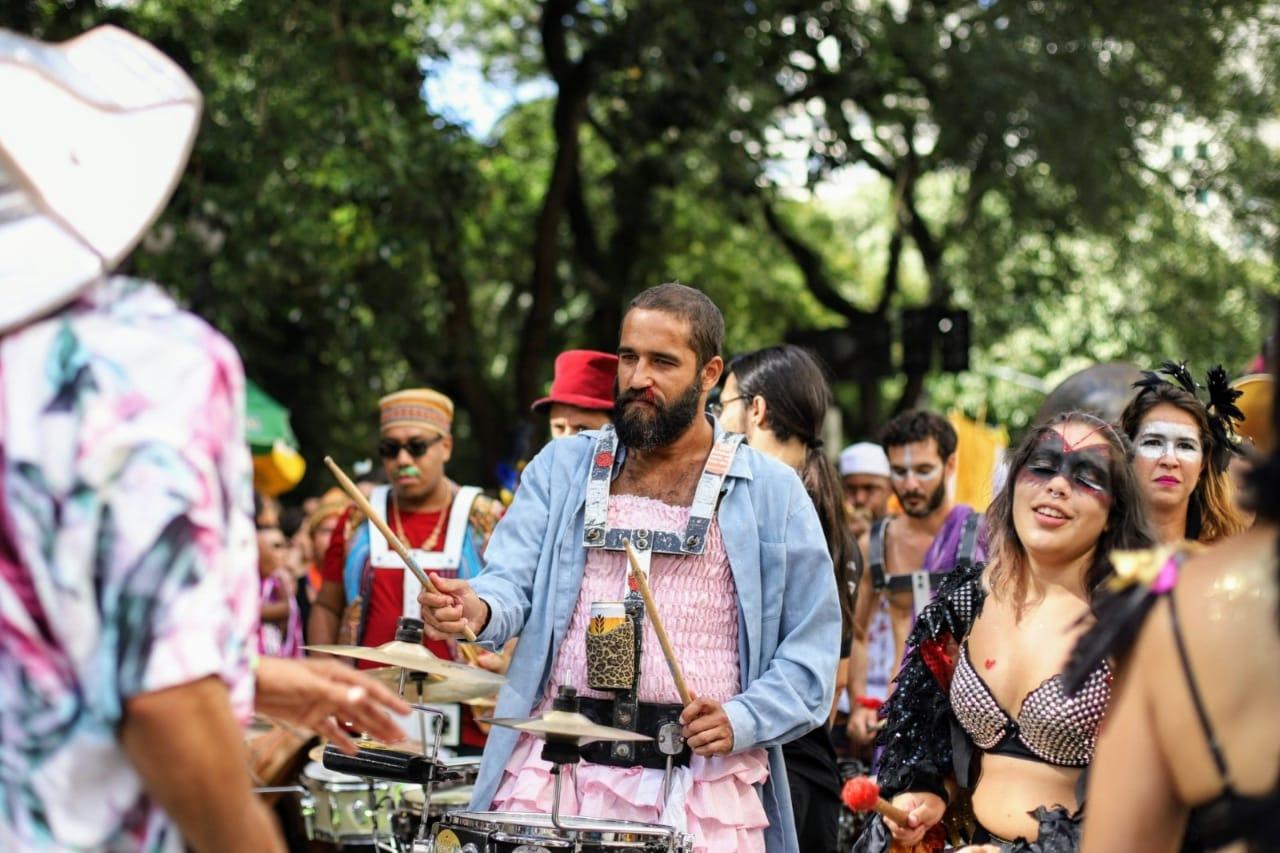 Orquestra Voadora celebra 10 anos com trio empoderado em São Paulo