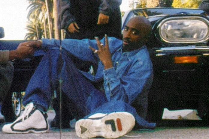 """2pac usou o tênis no encarte do seu álbum """"All Eyez On Me"""""""