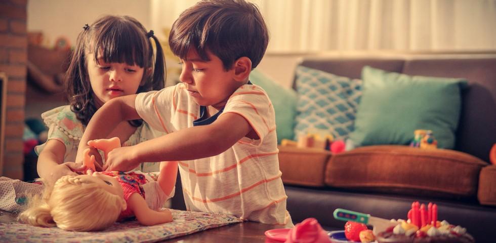 Campanha da Baby Alive mostra por que meninos devem brincar com bonecas