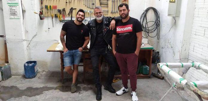 Cansados de dificuldades em serviços com o carro, paulistanos decidem criar uma oficina mecânica transparente especializada no atendimento a LGBT+