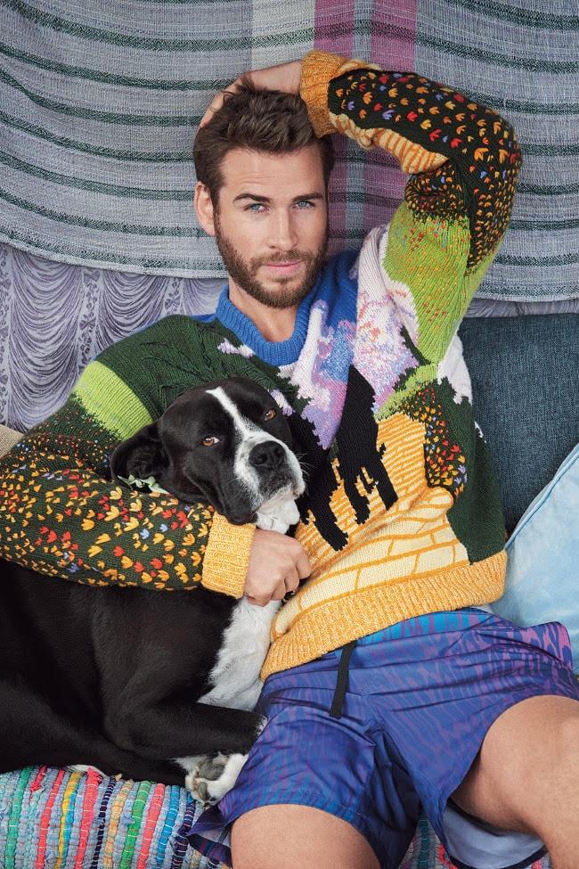 Sweater, $ 7200, da Louis Vuitton; e short, $ 115, da Double Rainbouu