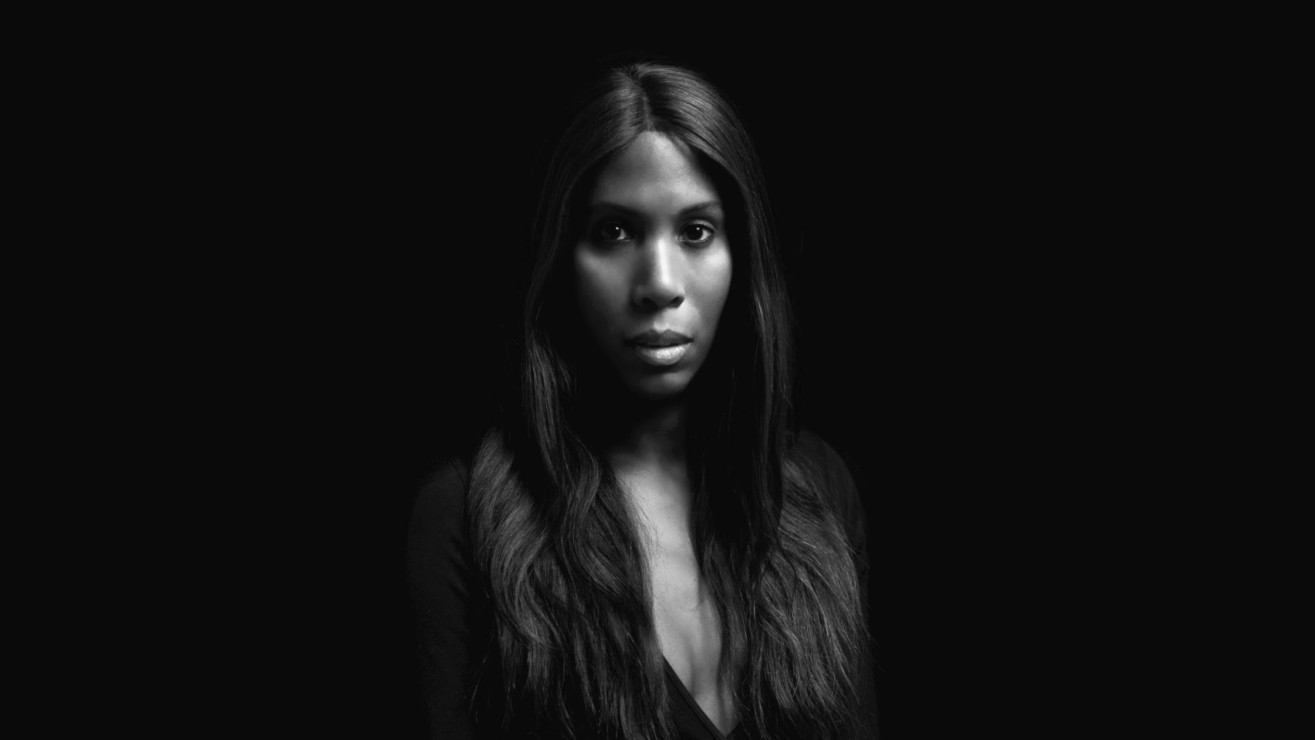 Negra e trans, DJ Honey Dijon traz house music de Chicago para São Paulo