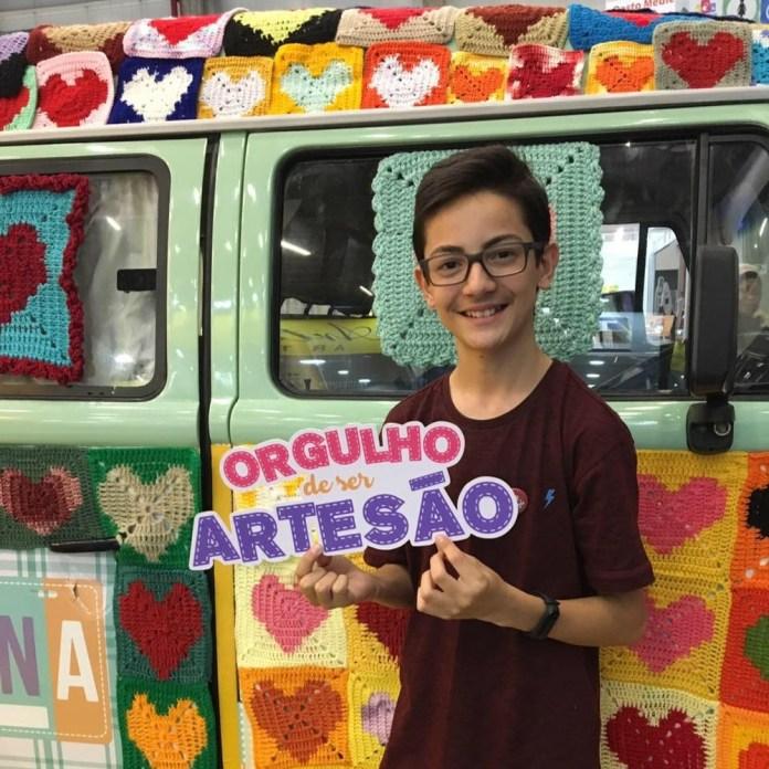 Junior Silva conquistou quase 400 mil seguidores nas redes sociais ao ensinar a fazer crochê — Foto: Junior Silva/Arquivo Pessoal