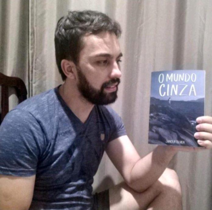 """""""O Mundo Cinza"""": Livro narra a história de superação de um homossexual vencendo os preconceitos"""