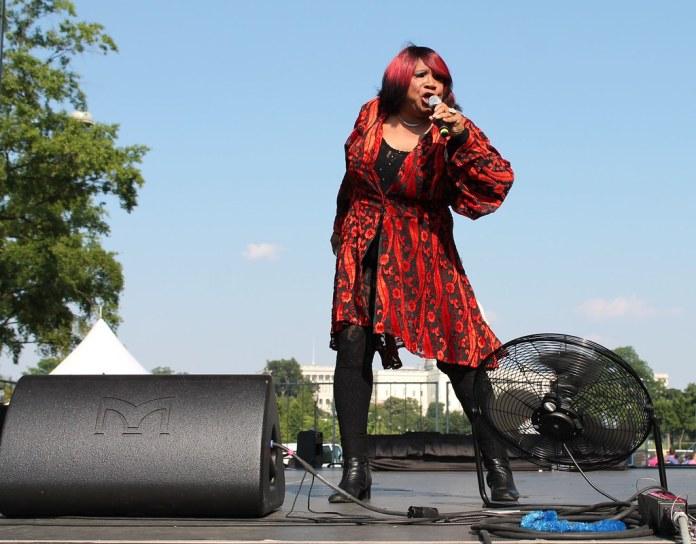 A vovó diva da 'drag music' que reina nas baladas gays dos Estados Unidos