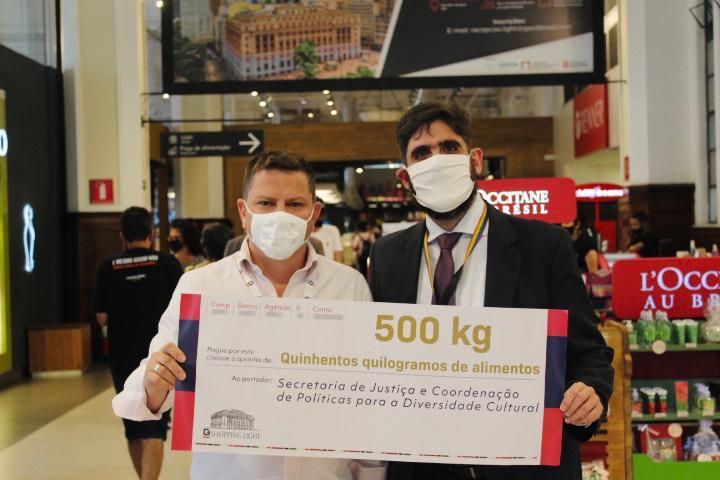 População LGBTQIA+ recebe 540kgs de alimentos arrecadados pela Justiça e Shopping Light