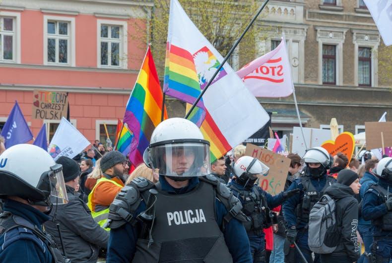 Polônia responde aos 50 embaixadores que pediram aceitação dos LGBTQIA+
