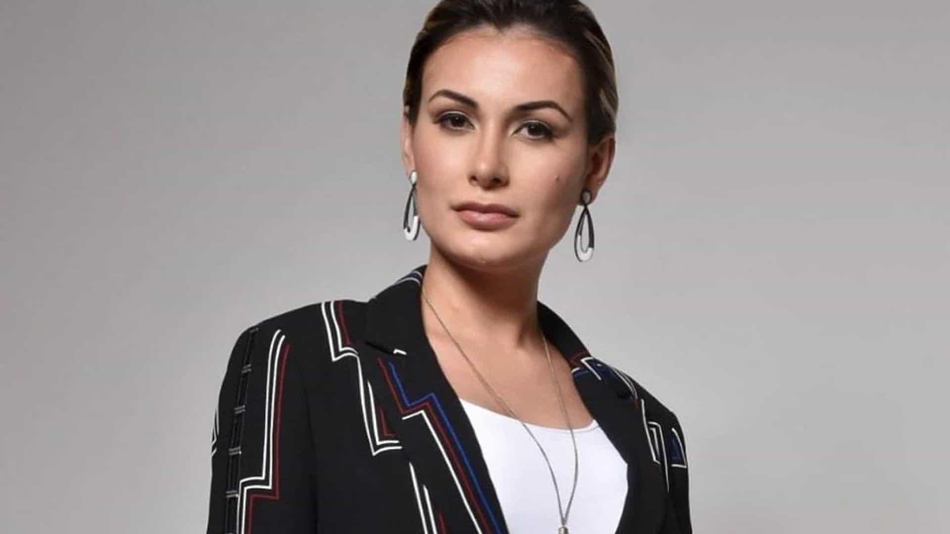 Ex-Universal, Andressa Urach se arrepende de ter trocado amigo gay por religioso