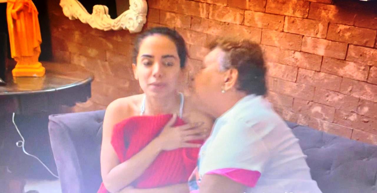 Tia Ilza, fã idosa de Anitta, processa cantora e Netflix por cena de constrangimento
