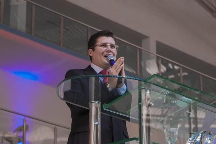 Bolsonarist pastor is summoned for saying that Coronavac has HIV inside