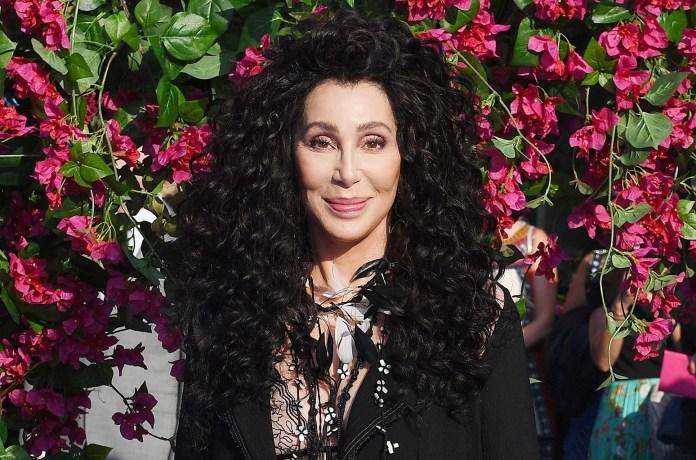 Cher, Taylor Swift e Tim Cook pressionam Senado para aprovar lei de proteção a LGBT+