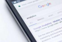 """Algoritmos de pesquisa da Google associam """"doenças mentais"""" a bandeiras LGBTs"""