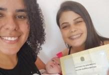 Casal de lésbicas consegue registrar filha em cartório após inseminação caseira