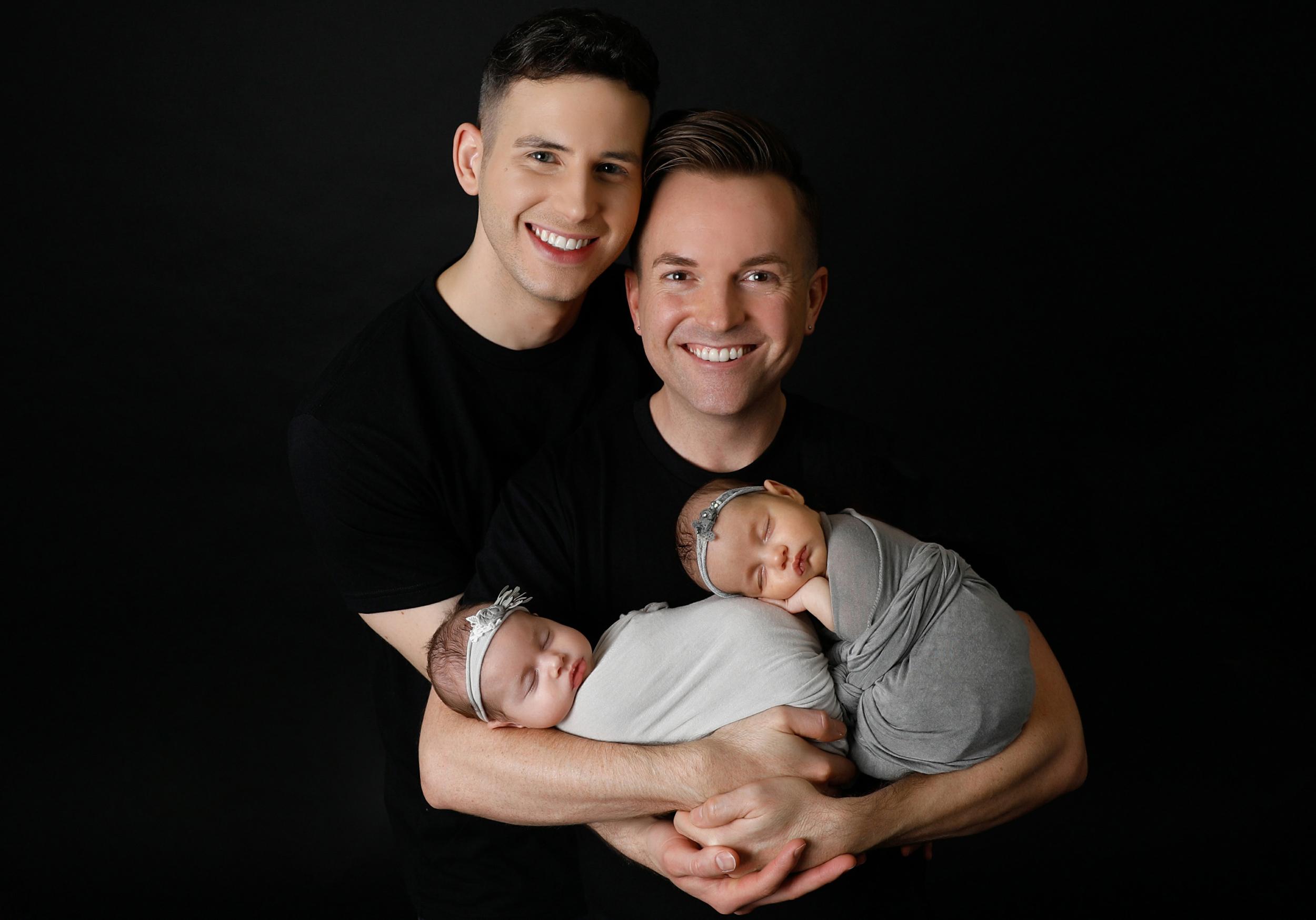 Agência de adoção evangélica dos EUA anuncia que vai atender pais LGBTQIA+