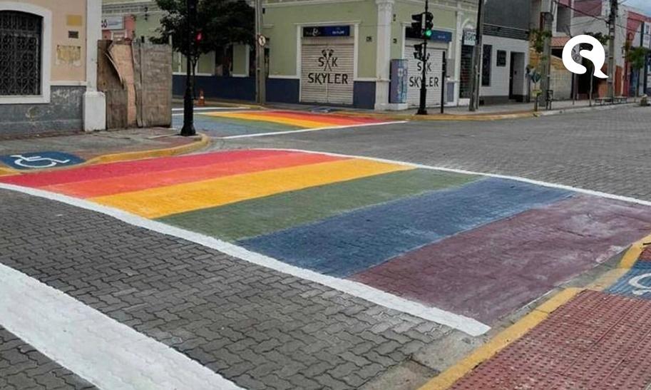 Sobral (CE) coloca faixa de pedestres nas cores do arco-íris em defesa dos LGBTs